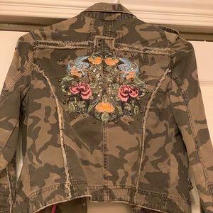 9ef6ed67e4378 Miss Me Camo Jacket w/ floral embroidery -Sz small